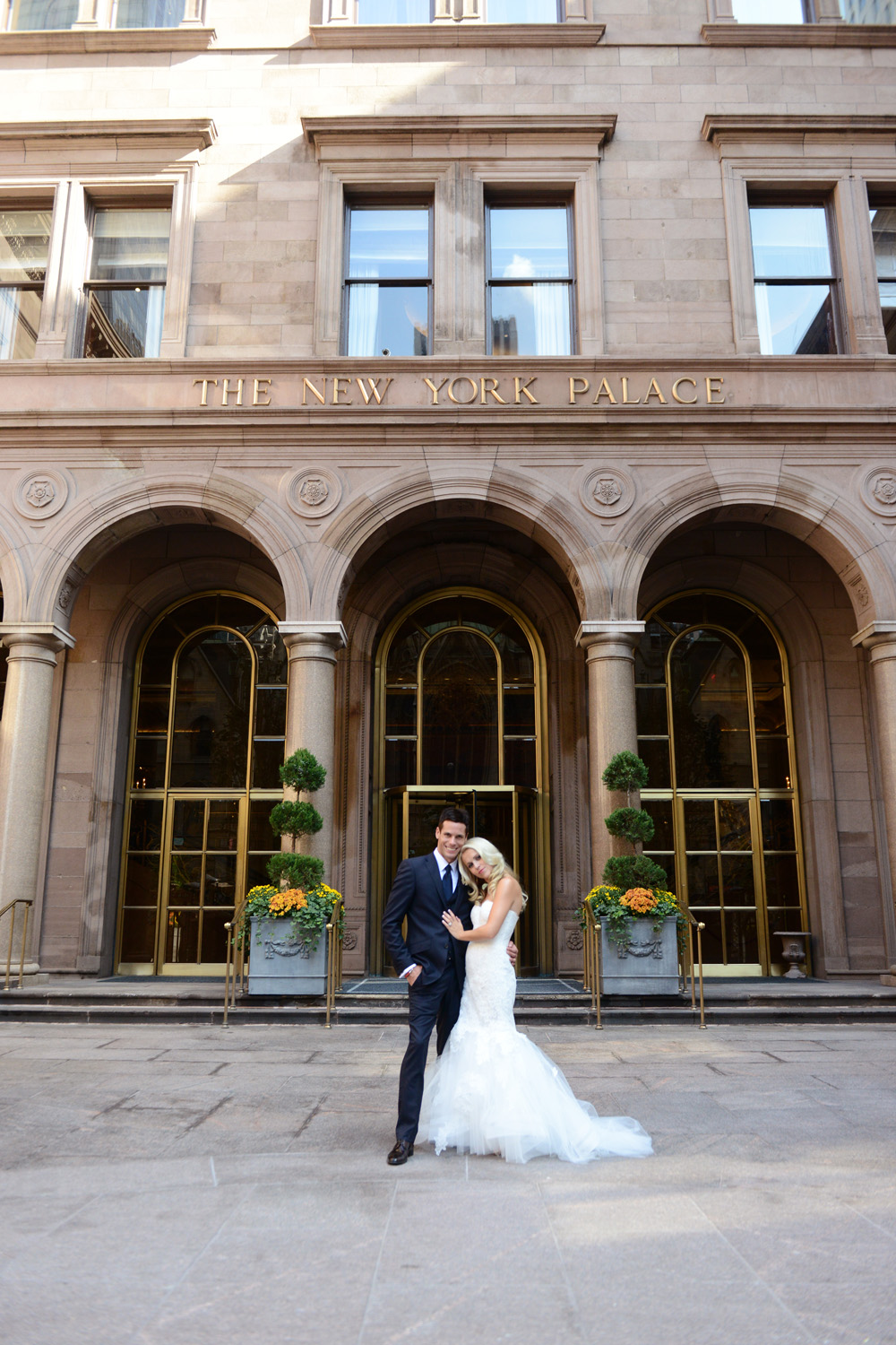 Wedding photos of Alice and Travis and their Rockefeller Center Wedding at 620 Loft and Garden New York and Lotte Palace Hotel, photographed by wedding photographer New York XOANDREA