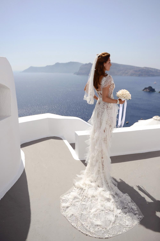 A celebrity wedding in Santorini at Katikies Hotel by wedding photographer Santorini XOANDREA
